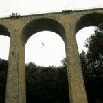 Descente en rappel, tyrolienne, pont de singe, slackline sur bâtiments et viaduc