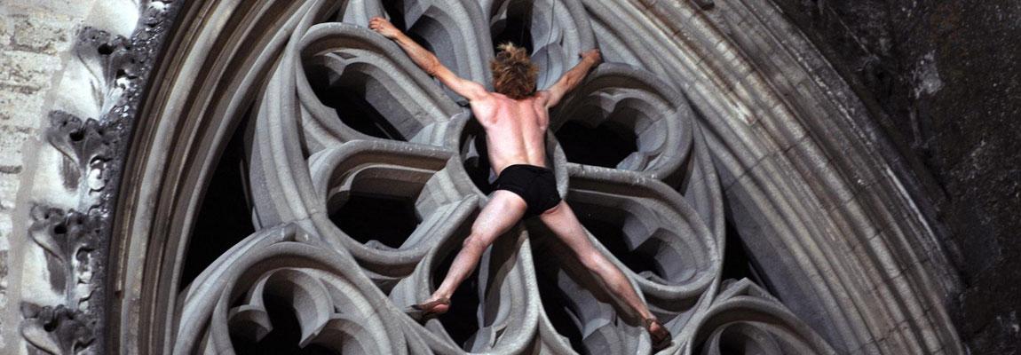 Spectacle danse de façade - danse escalade avec Antoine Le Menestrel